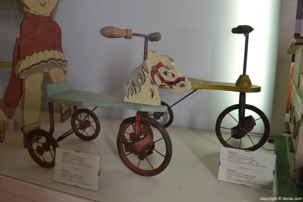 Tricicle de metall fusta i goma