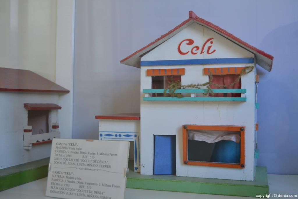 Caseta Celi en fusta i tela