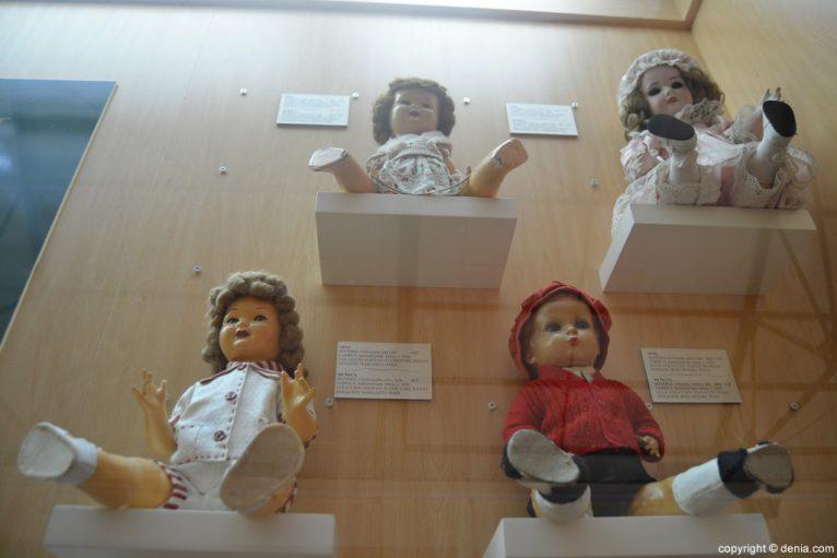 Muñecas de cartón piedra