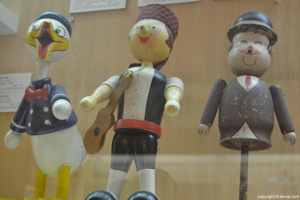 Figures de fusta