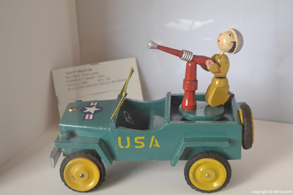 Jeep militar en madera