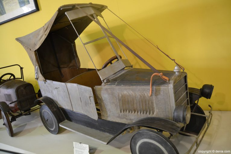 Cotxe de pedals biplaça de metall
