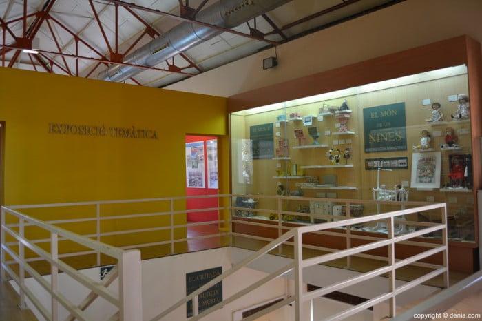 Acceso a la exposición temática del museo del Juguete de dénia