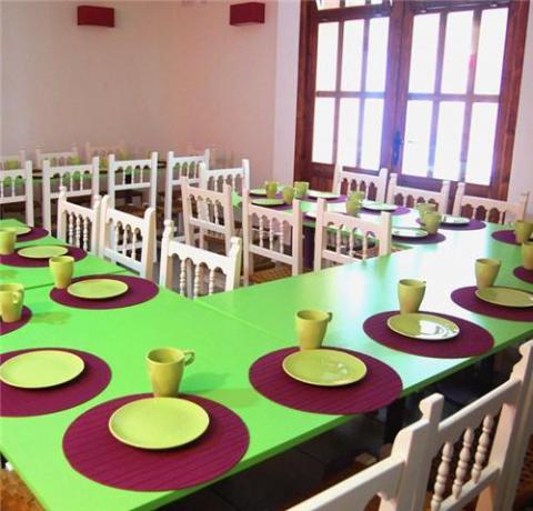 Comedor del albergue juvenil d nia meeting point d for Comedor juvenil