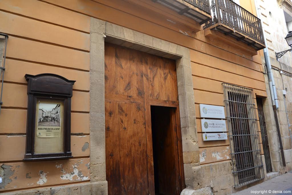 Entrada al museo etnológico de Dénia