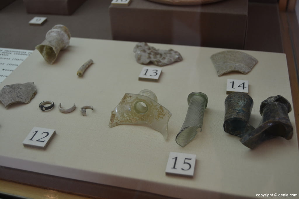 Fragmentos de vidrio obtenidos en el Castillo de Dénia