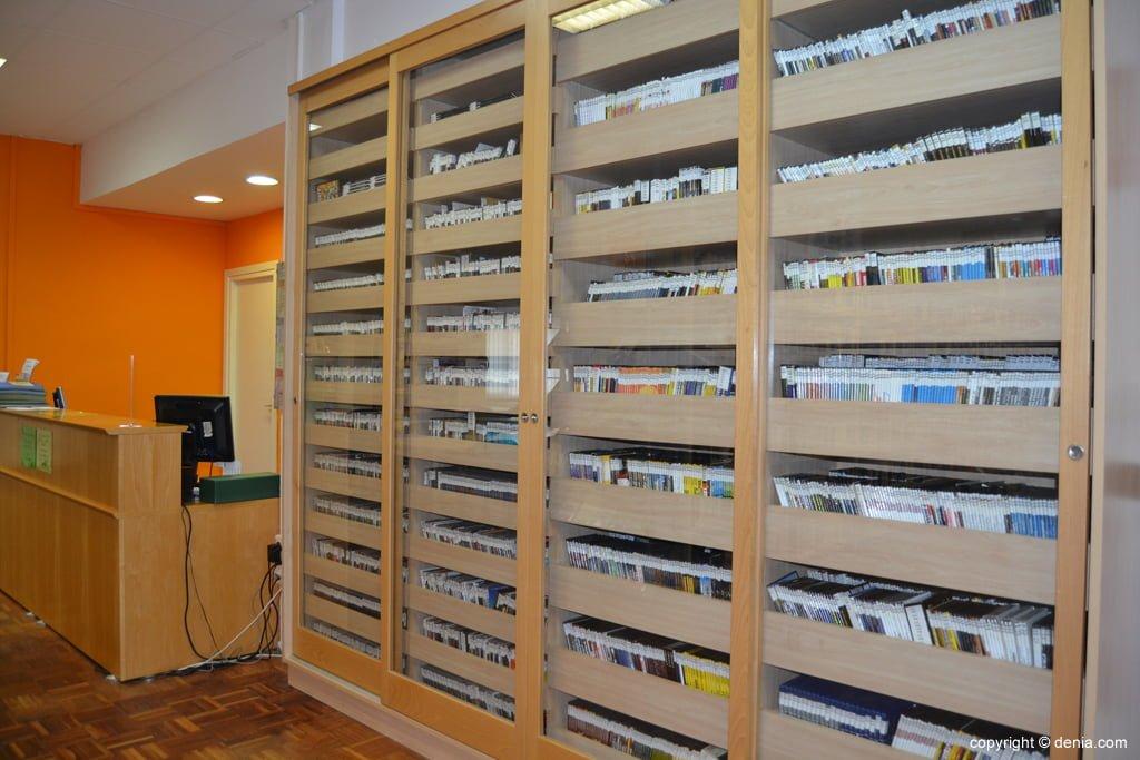Préstamo de DVDs en la biblioteca municipal de Dénia
