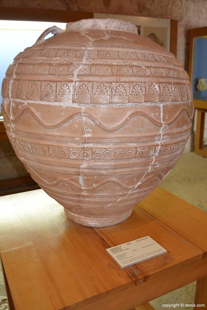 Tinaja de cerámica con decoración impresa