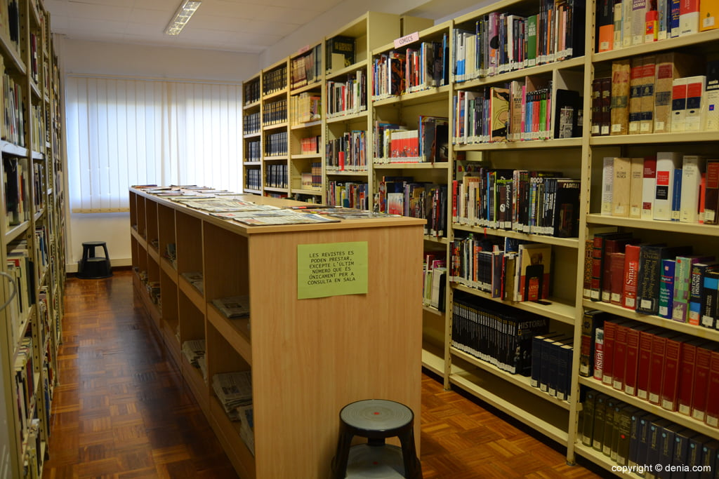 Zona de consulta de la biblioteca de Dénia