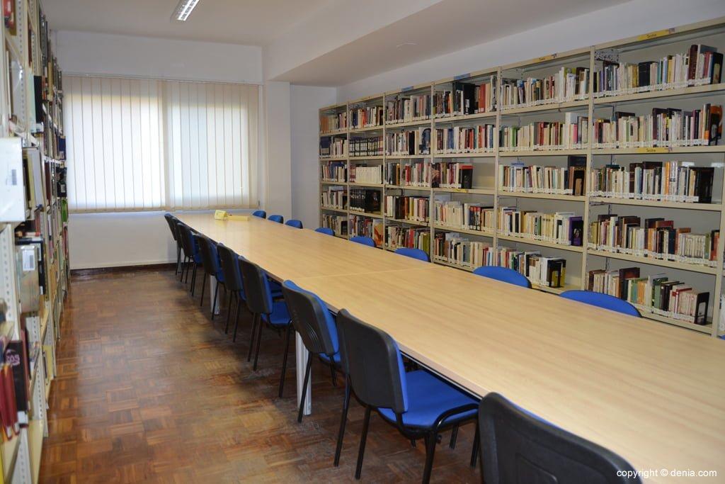 Zona de estudio de la biblioteca de Dénia