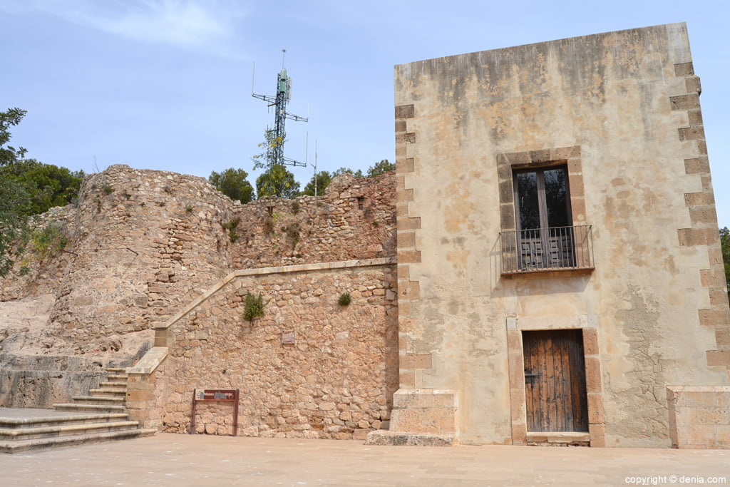 acceso al Museo arqueológico de Dénia