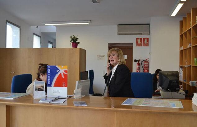 Imagen: Interior de oficina de turismo en Dénia
