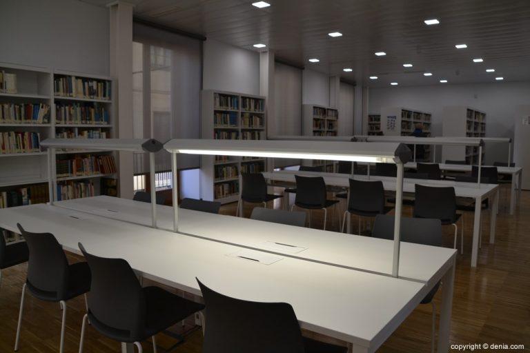 Mesas de estudio de la Biblioteca
