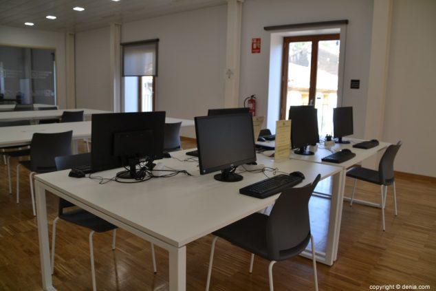 Imagen: Sala de ordenadores