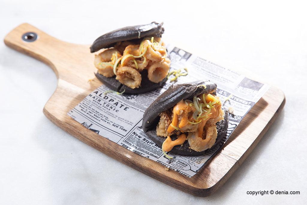 Calamars a restaurant de fusió en el centre de Dénia amb terrassa - La Cova Tallà