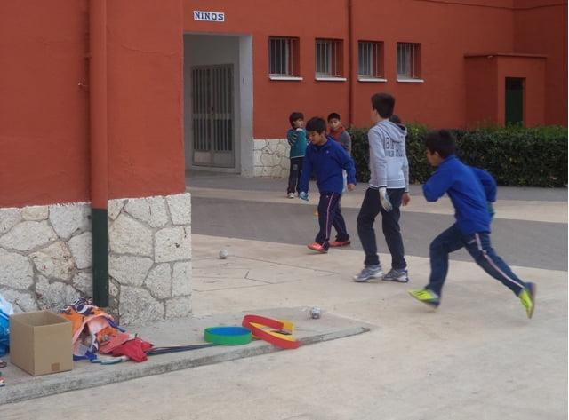 Actividades en el patio del Colegio Cervantes