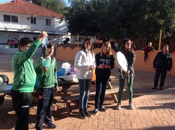 Actividades en el patio del colegio Alfa y Omega