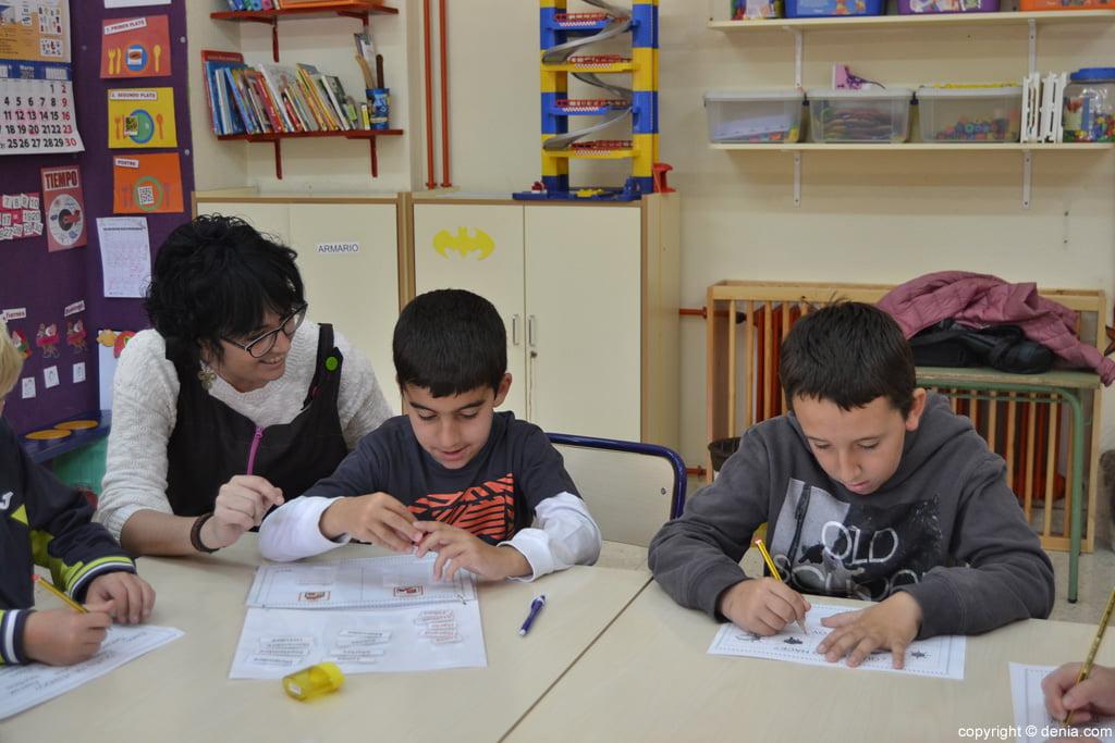 Actividades en la clase del colegio Raque Payà
