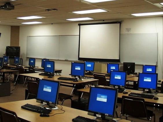 Изображение: компьютерный класс