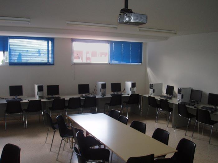 Aula de informática del Colegio Paidos