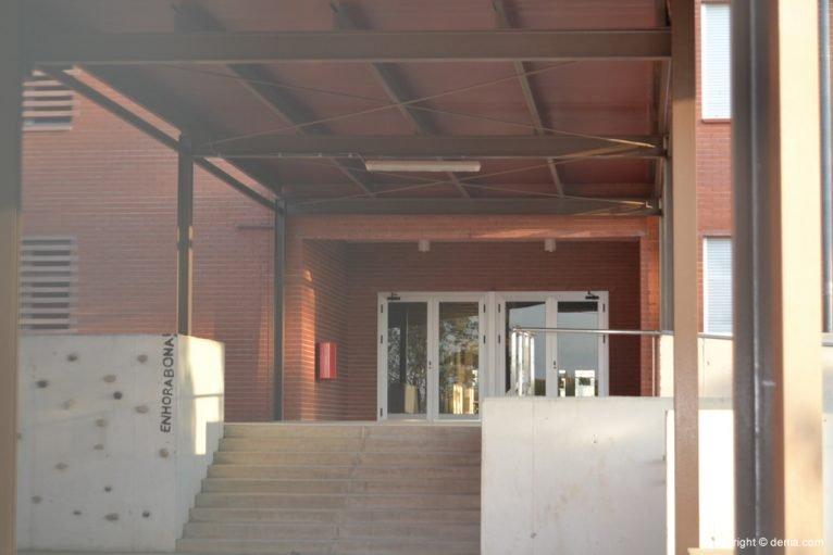 Entrada al instituto Chabàs