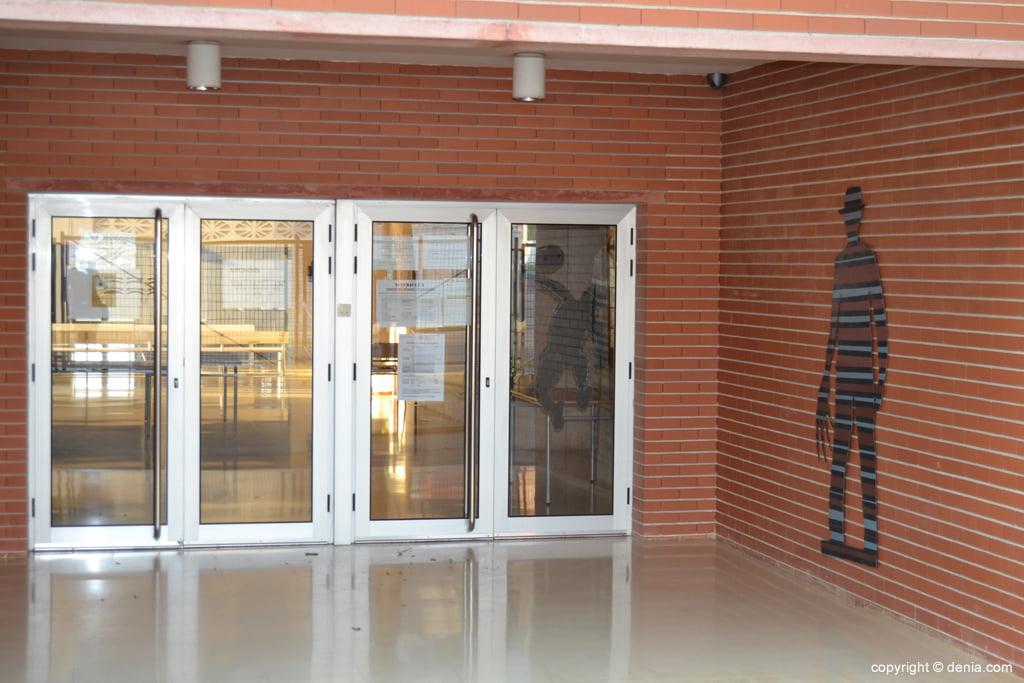 Entrada trasera del instituto Chabàs