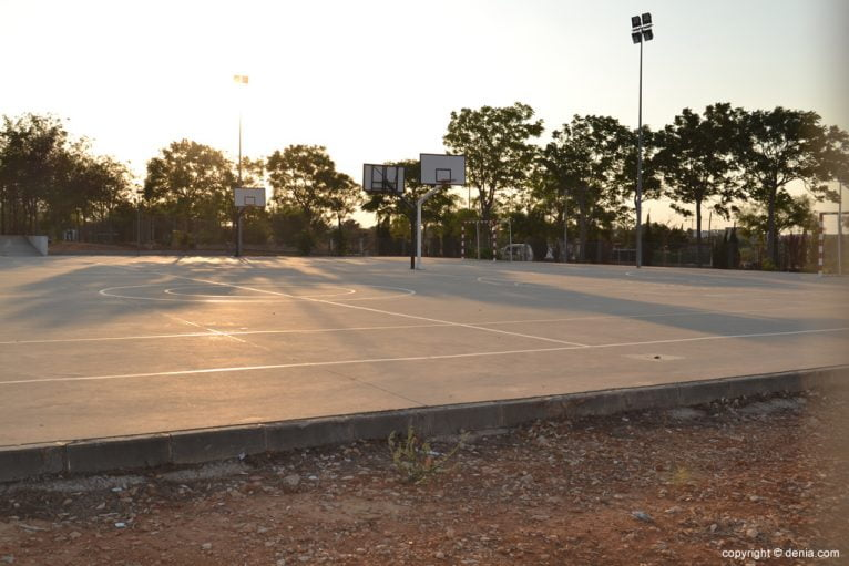 Pistas deportivas del instituto Chabàs