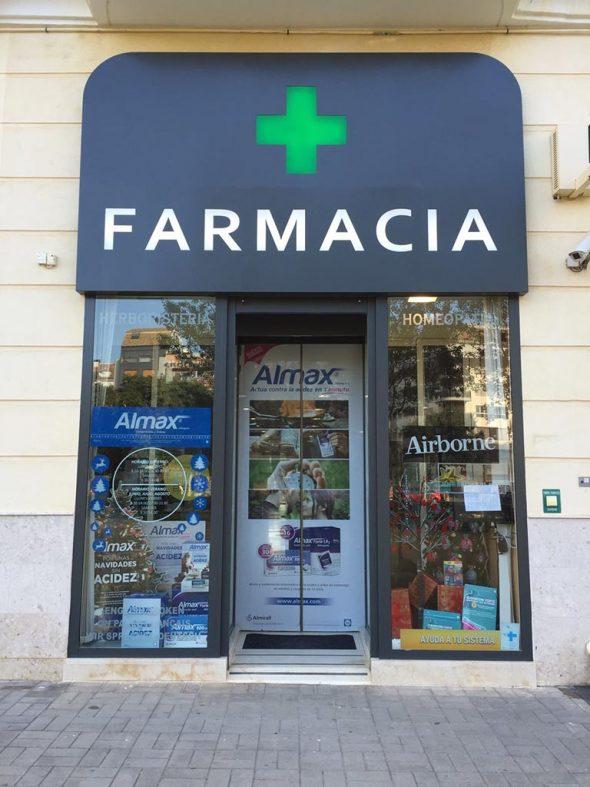Façana de Farmàcia Brines