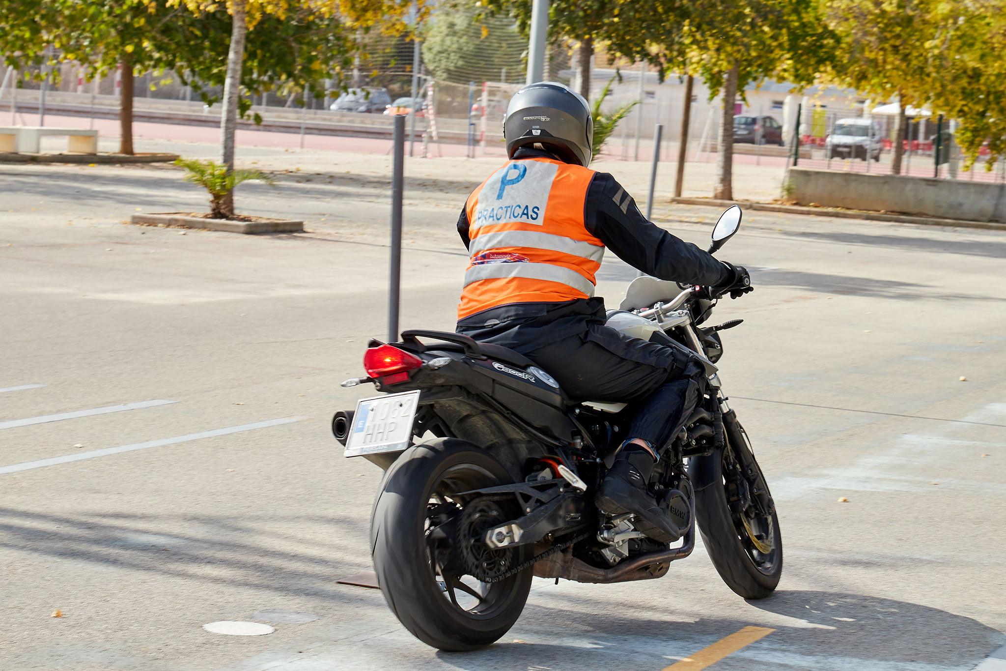 Carnet de moto en Dénia – Autoescuela Guillem