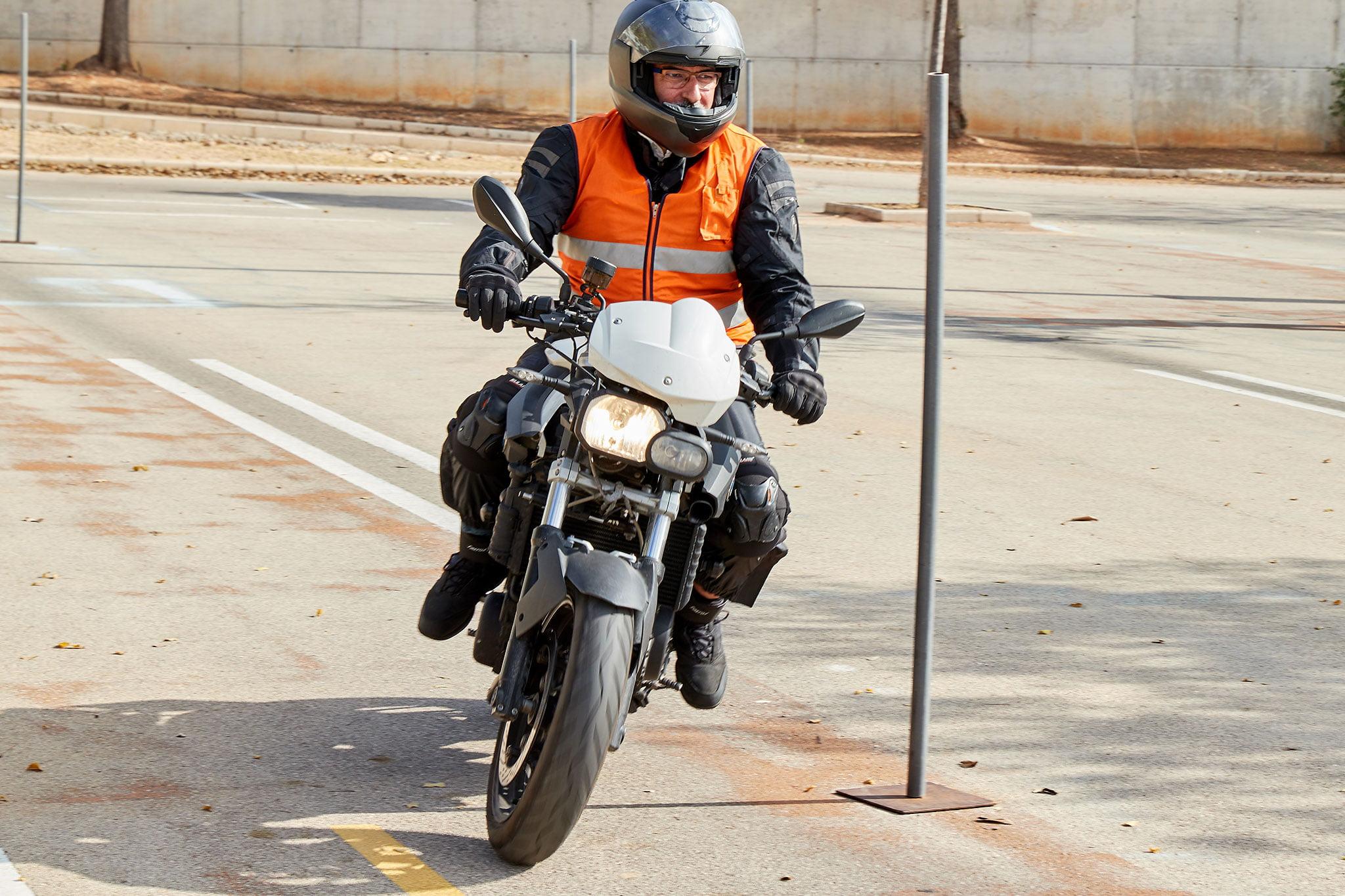 Sacarse el carnet de moto en Dénia – Autoescuela Guillem