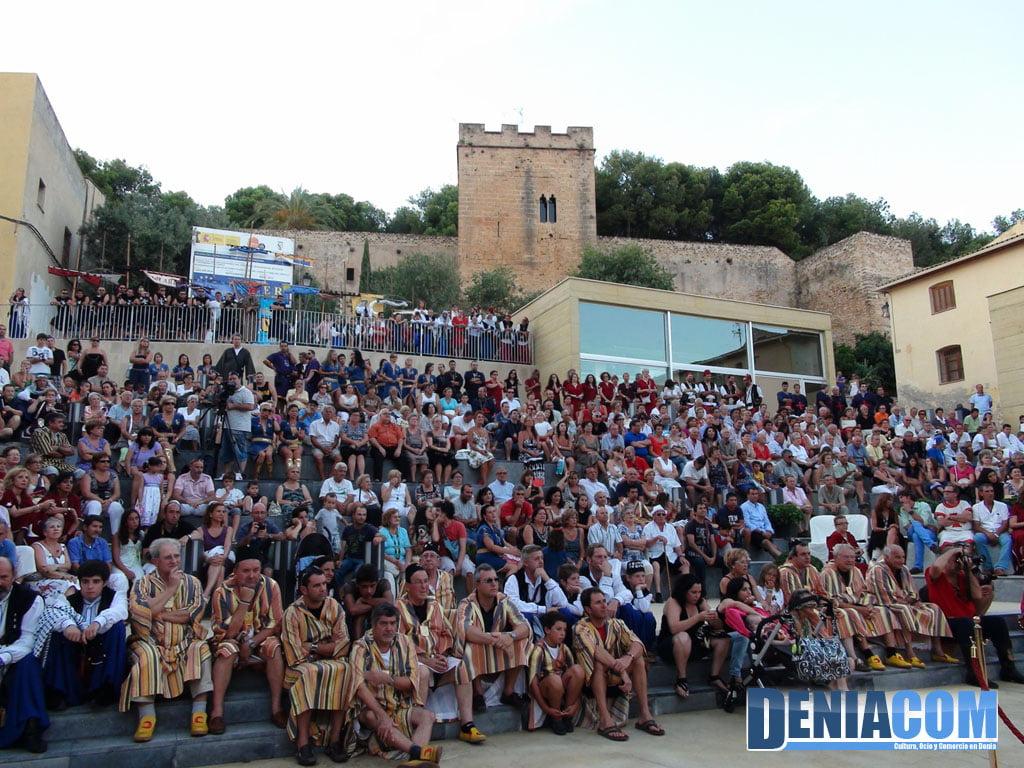 17 Público asistente al pregón de moros 2011 en Dénia