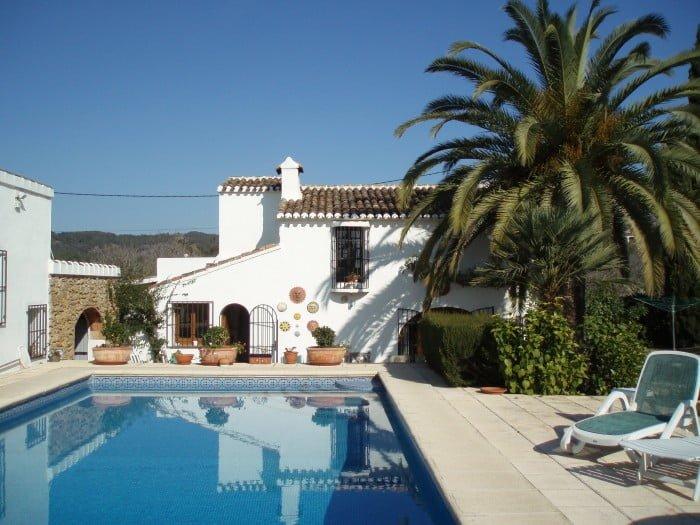 Casa con piscina vacation villas d for Apartamentos vacacionales con piscina