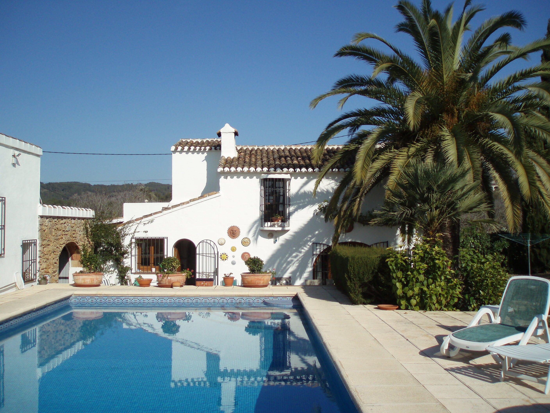 Casa con piscina vacation villas d for Villas con piscina