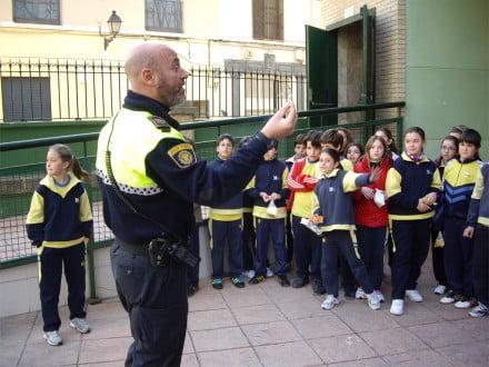 Charla sobre el uso de los petardos a los escolares