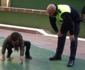 La Policía Local de Dénia enseña a los escolares cómo utilizar los petardos
