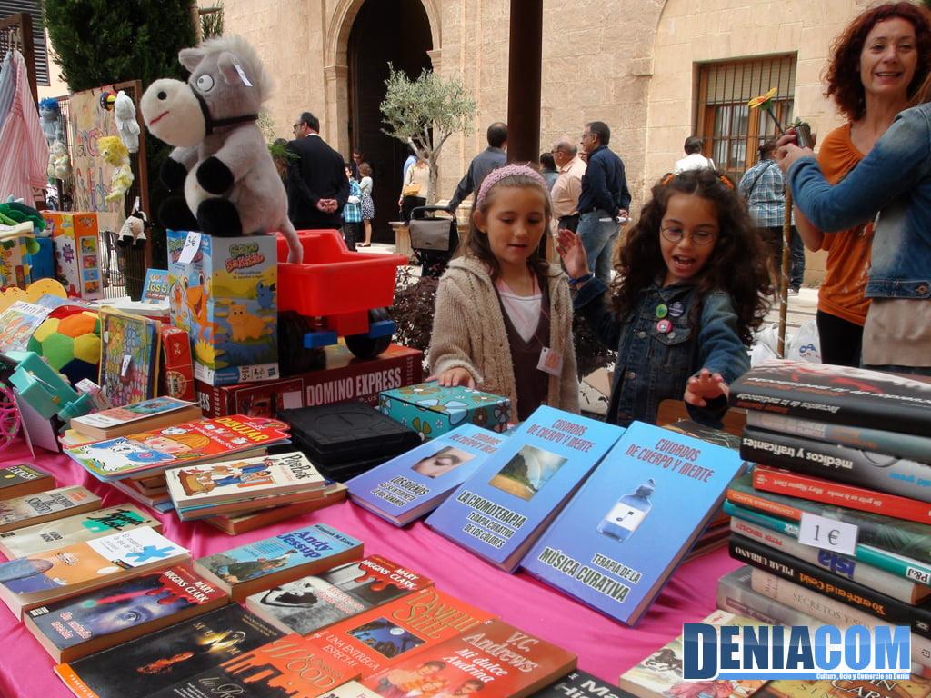 Venta de libros de segunda mano en el mercadillo solidario - Mesillas de segunda mano ...