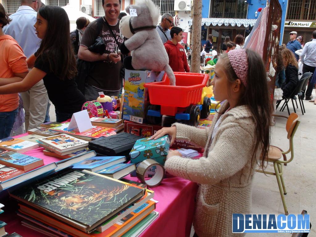 Venta de libros y juguetes de segunda mano en el - Mesillas de segunda mano ...