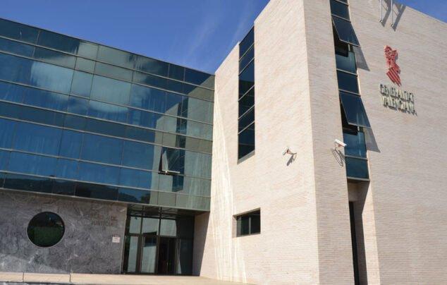 Imagen: Exterior del Palacio de Justicia de Dénia, donde se encuentra la oficina del Registro Civil