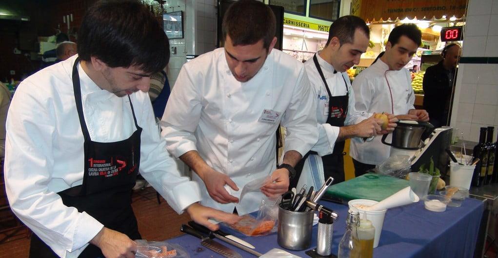 Preparativos de los participantes del concurso de Gamba Roja de Dénia