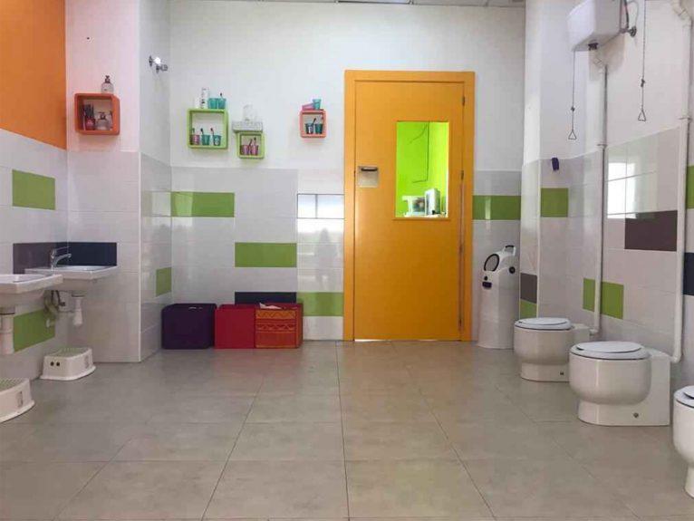 Baños aptos para peques - Escoleta El Castellet