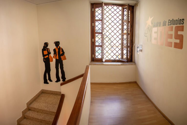 Escaleras - Centro de Estudios EDES