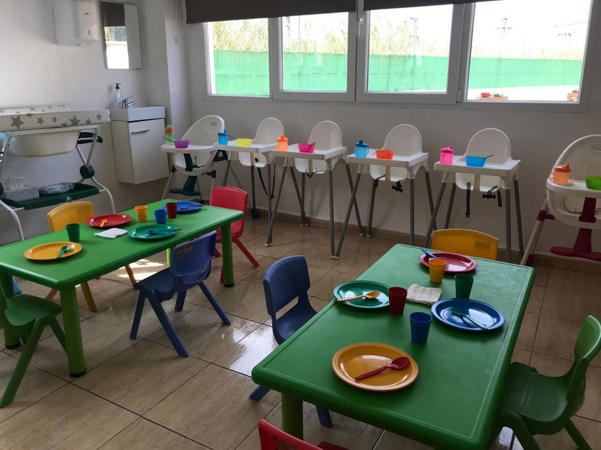 Taules i trones menjador - Escoleta El Castellet
