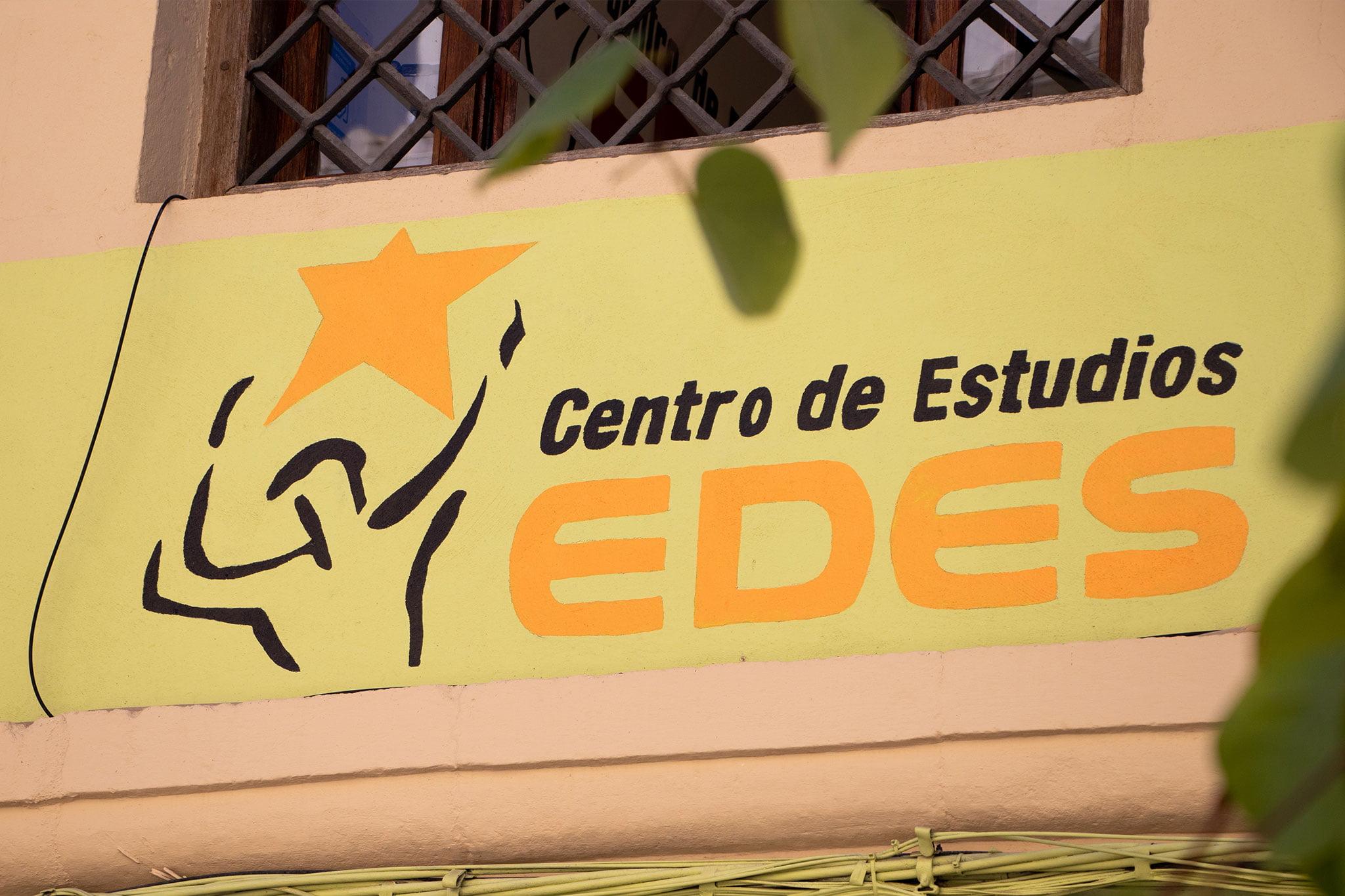 Nombre en la fachada – Centro de Estudios EDES