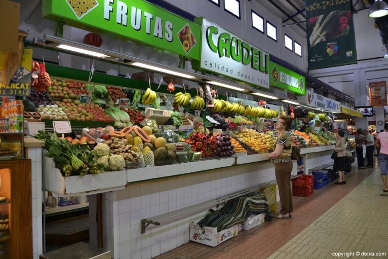 Frutas y verduras en el Mercado de Dénia