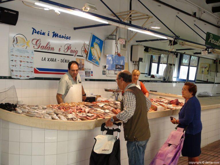 Mercado Municipal de Dénia - Compra de pescado fresco