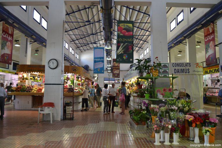 Pasillo central del Mercado de Dénia