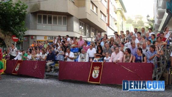 Autoridades de la Política Local y miembros de la Junta Local Fallera en el Desfile de Carrozas 2012