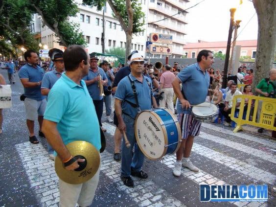 Charanga improvisada en el desfile de la Comisió de Festes de la Mare de Déu dels Desamparats