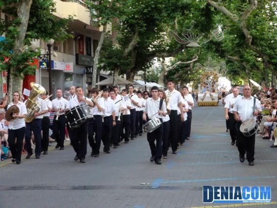La Agrupación Artítica Musical de Dénia en el Desfile de Carrozas 2012