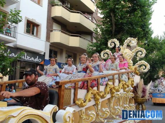 La Fallera Mayor Infantil de Dénia Rocio Patricio y su Corte de Honor en el Desfile de Carrozas 2012